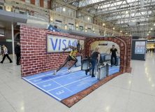 Usain-bolt-sprints-to-the-tube-with-contactless-visa-europe-waterloo-station